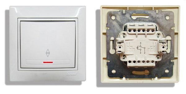 схема на обратной стороне проходного выключателя
