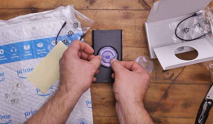 как закрепить сканер стен walabot на смартфоне