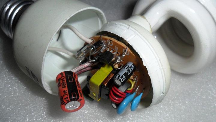 конденсатор внутри энергосберегающей лампы