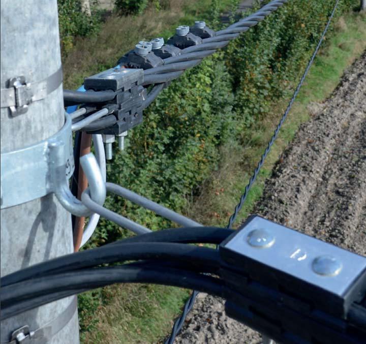 крепление провода СИП на деревянной опоре