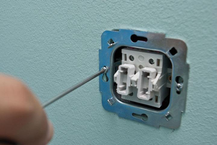 крепление двухклавишного выключателя