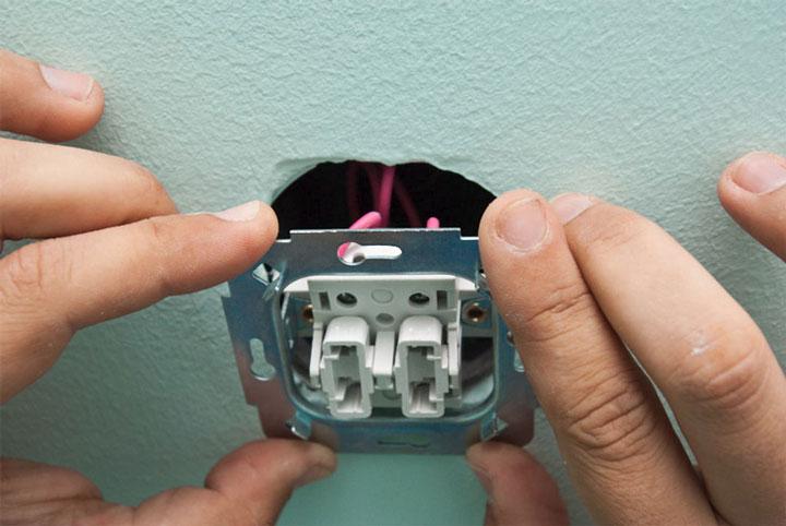 установка монтаж двойного выключателя в подрозетник