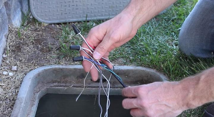 соединение колпачками СИЗ в кабельном канале по землей