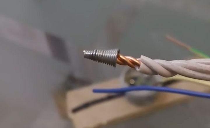 выпадает пружинка из колпачка СИЗ