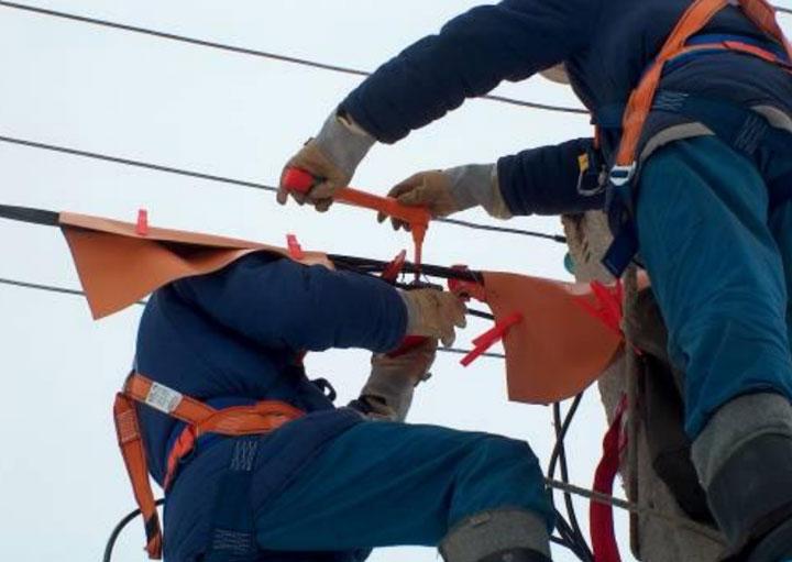 защитные изолирующие накладки на проводах СИП при работе под напряжением