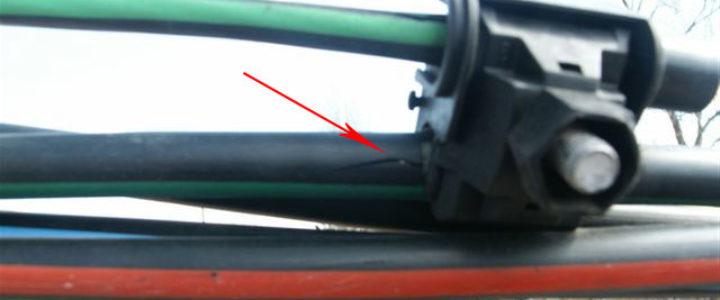 дефект внешней изоляции на проводах СИП при проколе