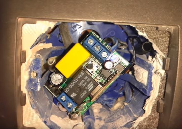 радиомодуль установленный в подрозетник от старого выключателя проводного