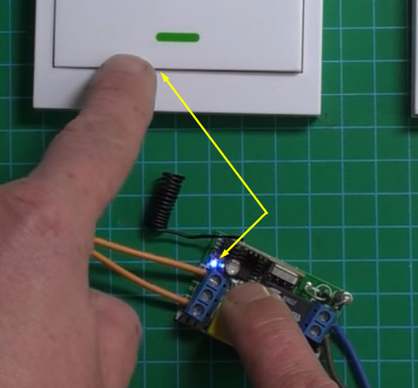 как привязать запрограммировать дистанционный выключатель и лампочку