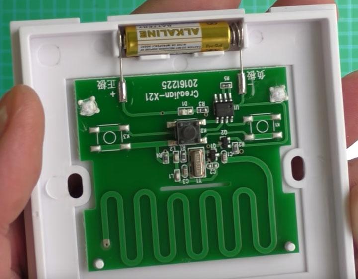 что находится внутри беспроводного выключателя света