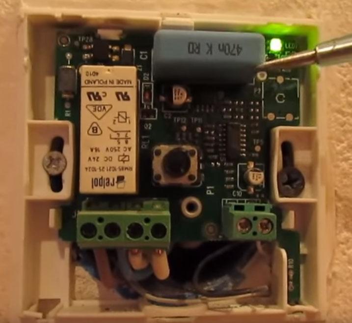 высохший конденсатор в терморегуляторе теплого пола не работает