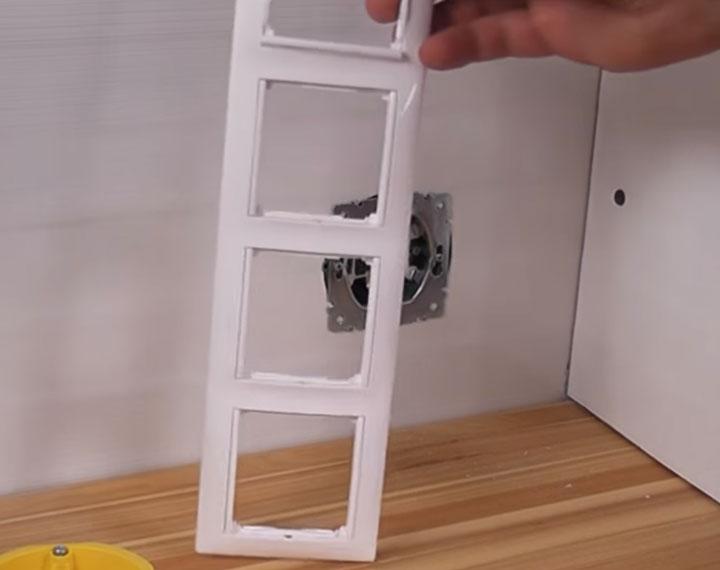 установка розетки в вертикальный блок