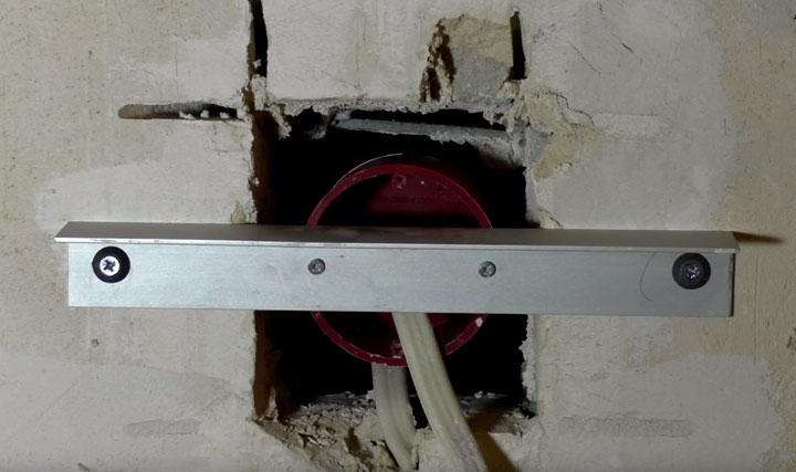 приспособление для установки подрозетника в нишу в стене выпеленную болгаркой