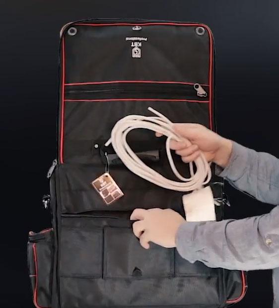 что помещается в заднем кармане сумки С-09