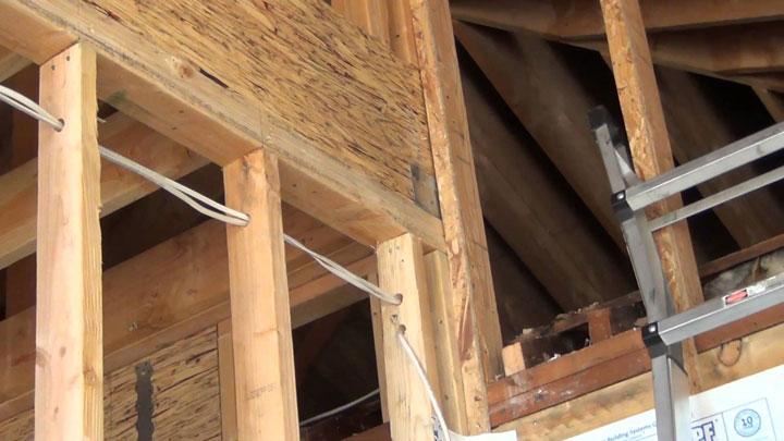 можно ли проводить кабель через деревянные конструкции без защиты