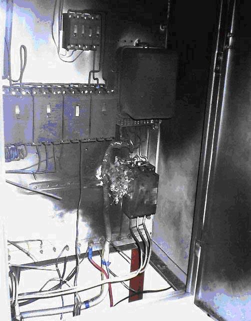 сгоревший щиток с установленными узип