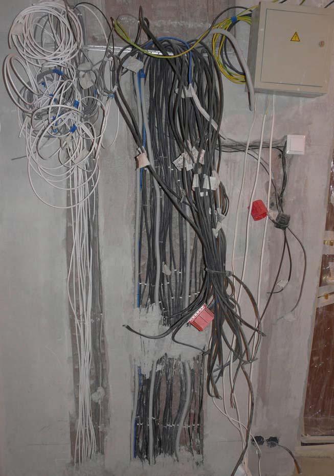 большой расход кабеля как заштукатурить стены