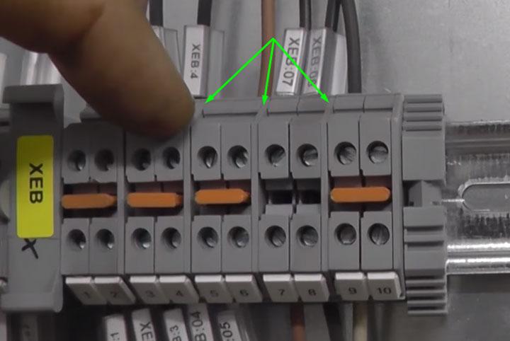 как разделить и изолировать клеммники разных цепей и фаз