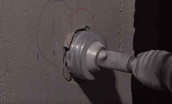 высверливание подрозетника в бетонной стене