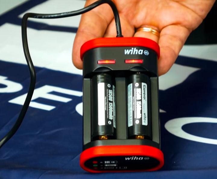 какие батарейки 18500 используются для аккумуляторной отвертки Wiha