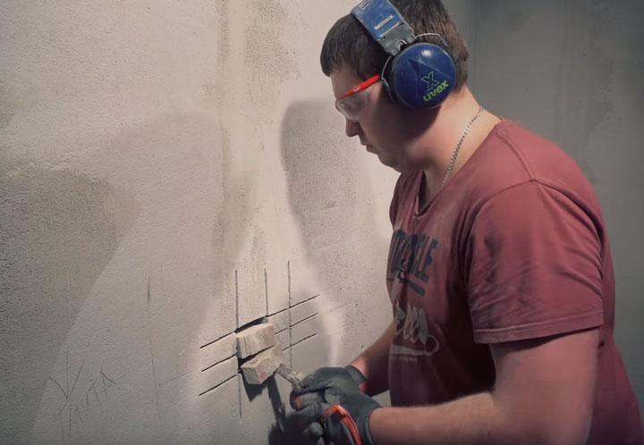 удаление бетона из ниши подрозетника стамеской без перфоратора