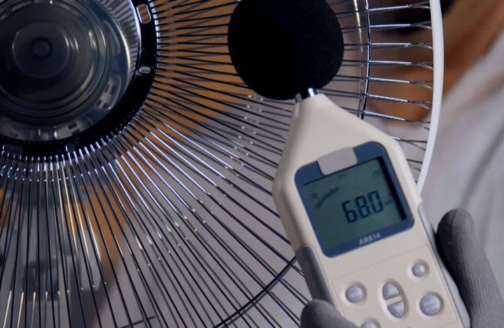 уровень шума у недорогого напольного вентилятора