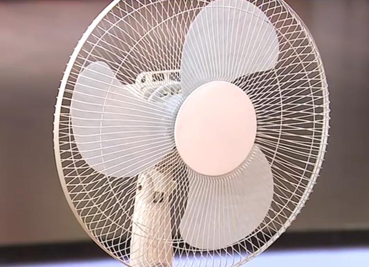 напольный осевой вентилятор с лопастями в виде ромашки