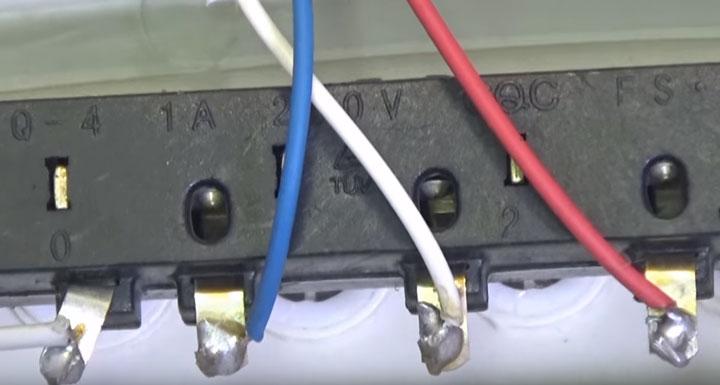 клеммная колодка на кнопках скоростей вентилятора напольного