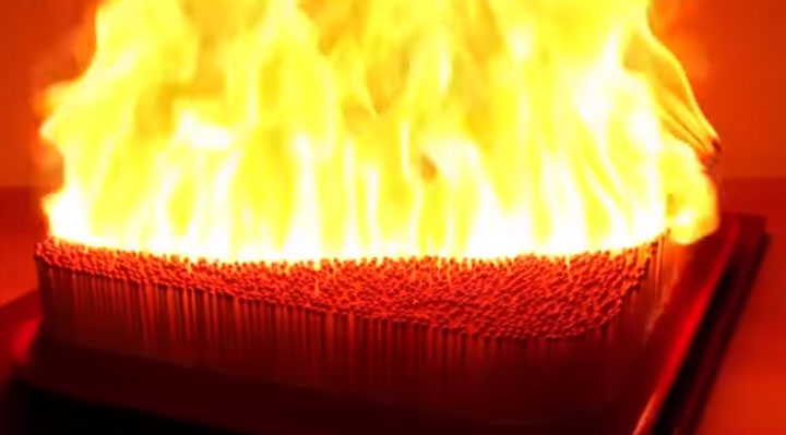 горят спички