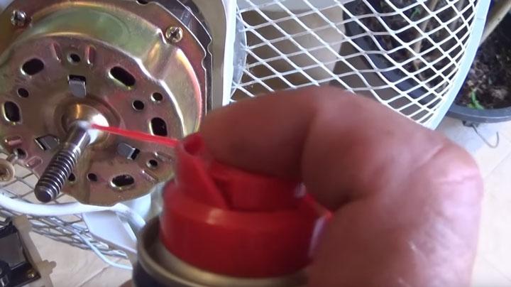 смазка подшипника вентилятора смазкой WD40