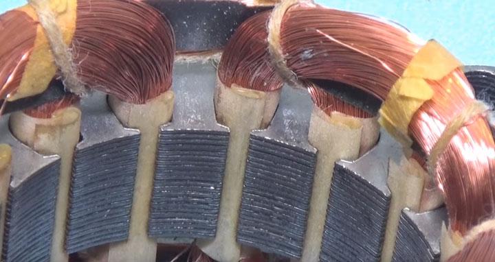 оборванные жилки проводов на обмотках двигателя вентилятора