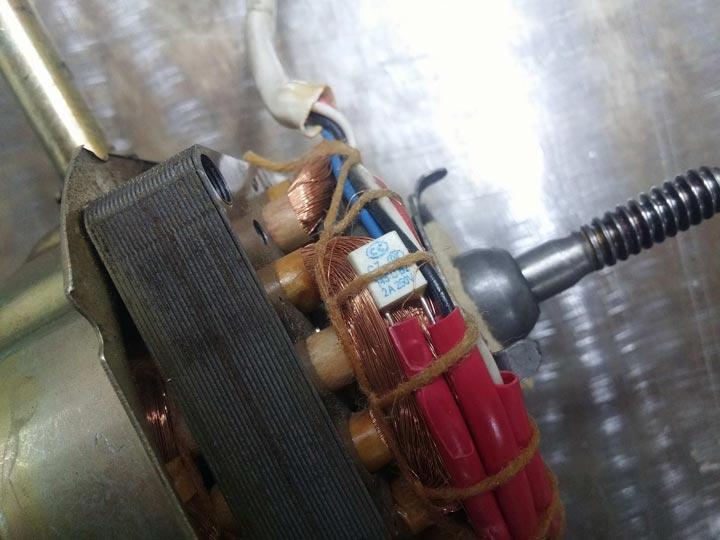 термопредохранитель на обмотках двигателя напольного вентилятора