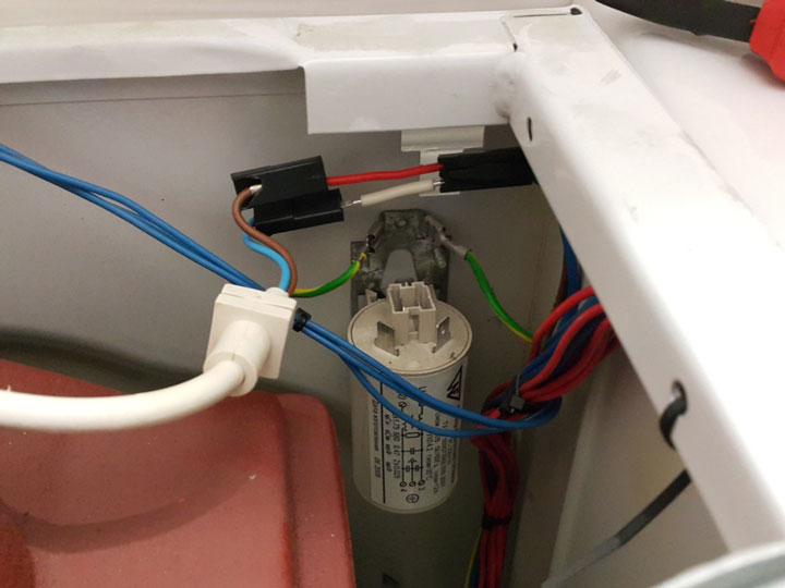 выбивает автомат стиралки из-за сетевого фильтра
