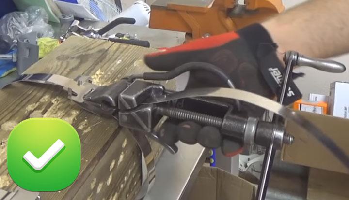 правильная заправка стальной ленты в бандажную машинку
