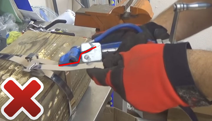 прижимной механизм на бандажной машинке с крутящейся головой