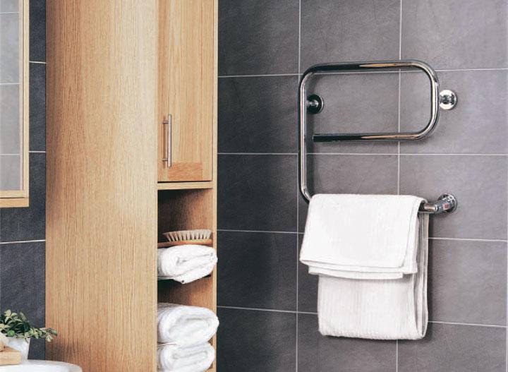 электрический обогреватель в ванной для сушки полотенца