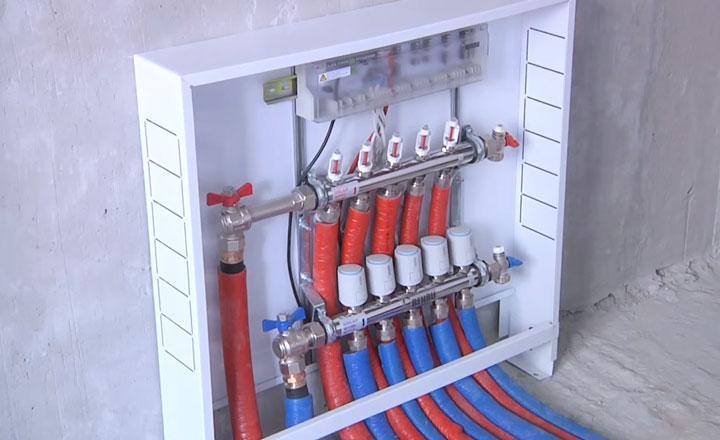 шкаф коллектора и автоматики регулировки температуры теплых полов Rehau