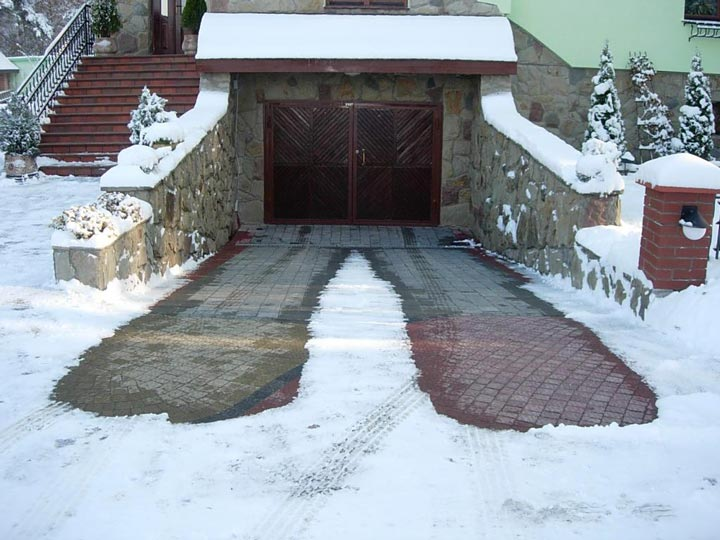 снеготаяние для подъезда и выезда с гаража в частном доме