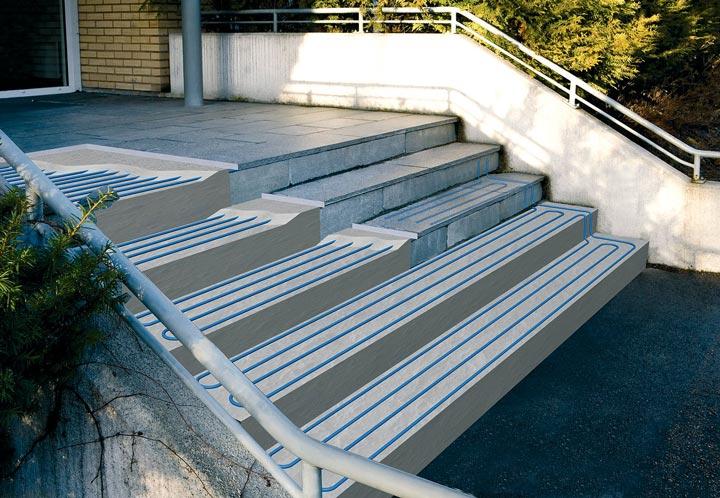 монтаж и укладка антиобледенения на ступеньках дома