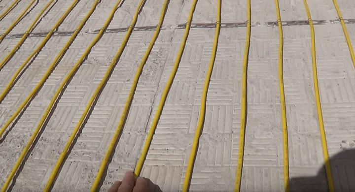 правильный шаг укладки монтажной ленты для теплых полов на улице