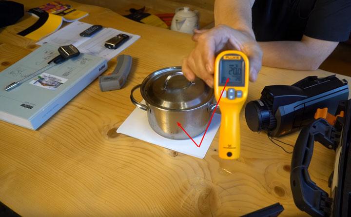 измерение температуры предмета комнатной температуры пирометром
