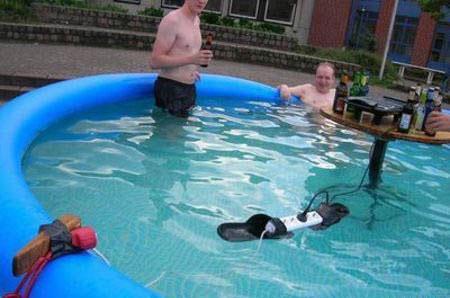 переноска в бассейне