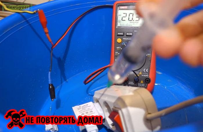 сила тока при попадании воды в зарядку от смарфтона
