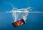 Может ли убить током зарядное устройство от телефона в ванной.