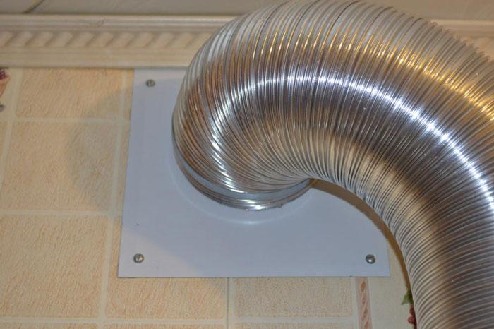 почему нельзя напрямую подключать вытяжку к вентиляции