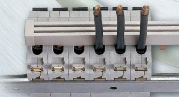 как вывести дополинтельный провод с верха автомата рядом с гребенчатой шинкой
