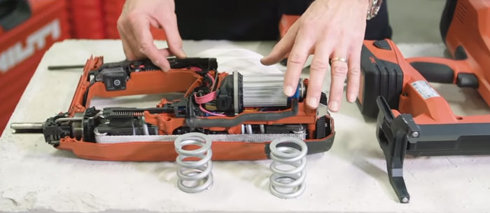 что внутри у аккумуляторного монтажного пистолета хилти BX3