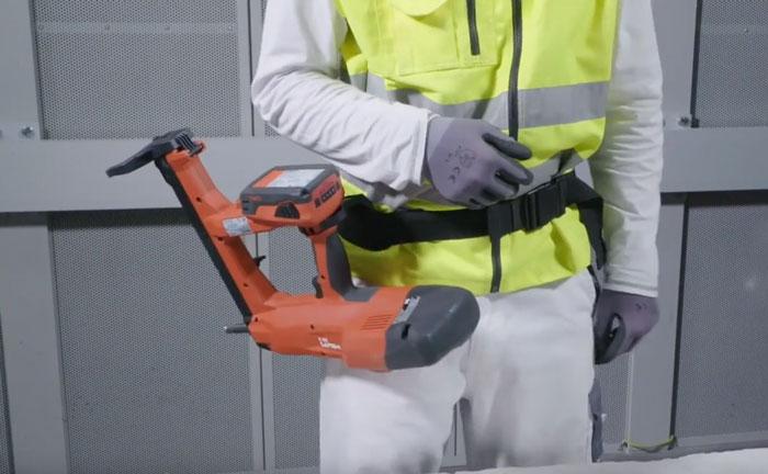 крюк на пистолете прямого монтажа Hilti BX3 на пояс или стремянку