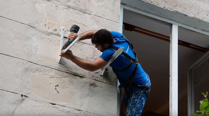 крепеж кронштейнов на стене под кондиционер