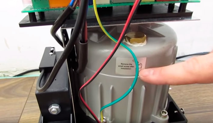 отверстие для заливки масла в двигатель привода дорхан