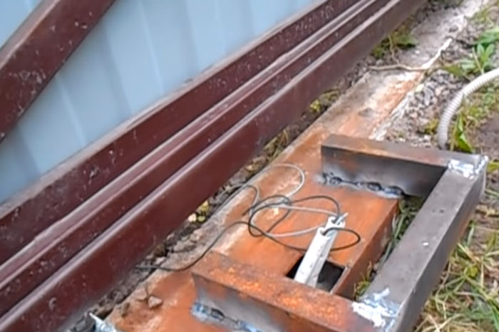 монтаж площадки под привод на откатные ворота